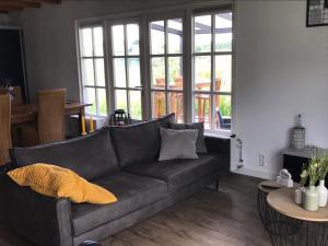 A seating area at De Hooiberg
