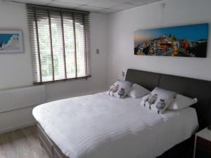 A bed or beds in a room at Hotel De Wilde Kriek - before De Karsteboom
