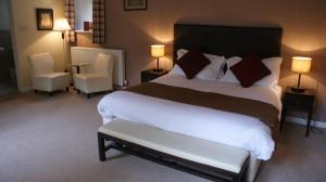 A bed or beds in a room at Wyck Hill House Hotel & Spa