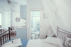 A bed or beds in a room at Studio Lefaki