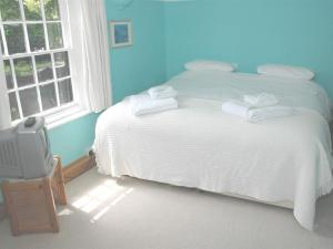 A bed or beds in a room at The White House