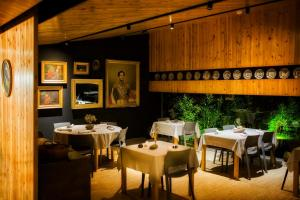 Um restaurante ou outro lugar para comer em Furnas Lake Forest Living