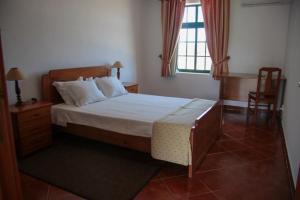 Uma cama ou camas num quarto em Casas do Monte