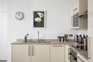 A kitchen or kitchenette at The Post House