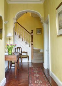 A seating area at Mountview Guesthouse Crouch End