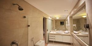 Um banheiro em Elegance Coberturas Vip Beira Mar