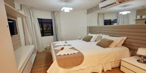 Cama ou camas em um quarto em Elegance Coberturas Vip Beira Mar