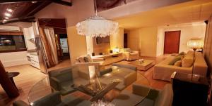 Uma área de estar em Elegance Coberturas Vip Beira Mar
