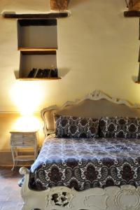 A bed or beds in a room at Il Casale del Duca