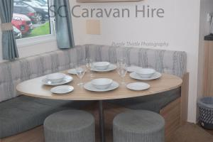 A restaurant or other place to eat at Deluxe Seton Sands Caravan Hire