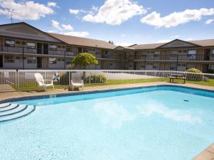The swimming pool at or near Howard Johnson by Wyndham Niagara Falls