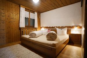 Ein Bett oder Betten in einem Zimmer der Unterkunft Apartment Jaegerhaus