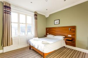 A bed or beds in a room at Bawn Lodge