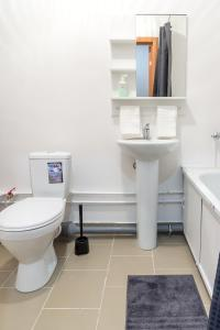 A bathroom at Апартамент на Бурнаковской