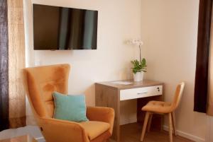 A seating area at Hotel Isha