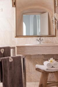 A bathroom at Mill Houses Elegant Suites