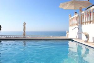 The swimming pool at or near Hotel Paraíso Del Mar