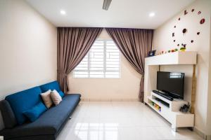 A seating area at GreatView Spacious Apartment Penang