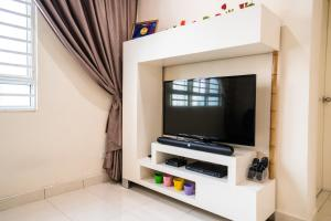 A television and/or entertainment centre at GreatView Spacious Apartment Penang