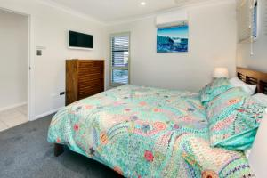 A bed or beds in a room at La Bella Vita at South West Rocks