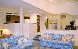 The lobby or reception area at Birdie At The Beach Port Douglas Self Contained Townhouse Central Location