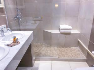 Salle de bains dans l'établissement Le Manoir des Impressionnistes & Spa