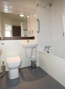 A bathroom at Sweet Chestnut, Dunfermline by Marston's Inns