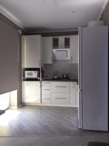 A kitchen or kitchenette at Апартаменты Новые