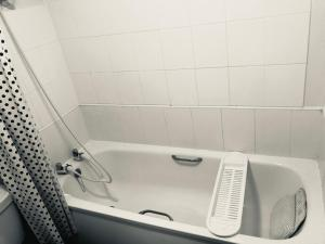 A bathroom at Nottingham City No 29 WHOLE HOUSE 3bedroom