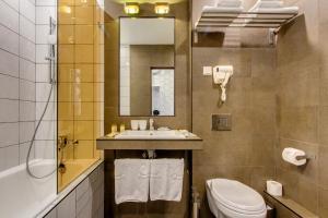 A bathroom at Hotel Inside Moskovskiy