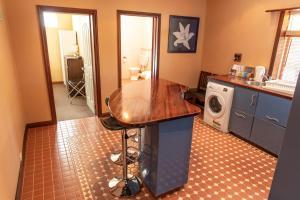 A kitchen or kitchenette at Rivergum Cottages Gawler Barossa Region