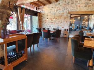 Un restaurante o sitio para comer en Hotel Puig Francó - Adults Only