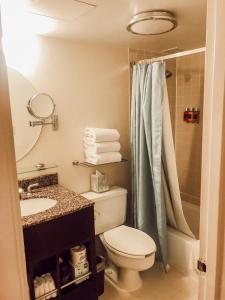 A bathroom at One Washington Circle-A Modus Hotel