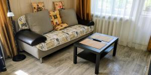 A seating area at Apartment on Bundurina 62