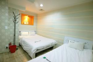 A bed or beds in a room at Hostel Korea - Original