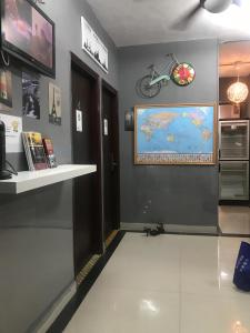 The lobby or reception area at Cool Budget Hostel
