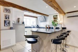 A kitchen or kitchenette at Heart Of Valbonne