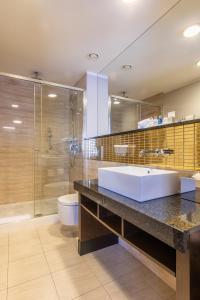 A bathroom at Radisson Blu Hotel Prague