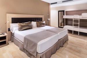 سرير أو أسرّة في غرفة في كاتالونيا أتوتشا