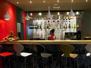 O lounge ou bar de Hotel ibis Lisboa Saldanha
