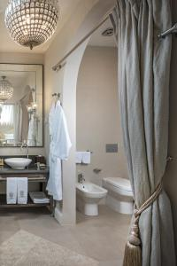 A bathroom at Villa by RODINA Grand Hotel & SPA