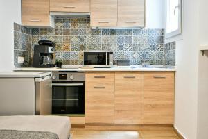 Kuchyň nebo kuchyňský kout v ubytování Holodek Apartments : Athens Living
