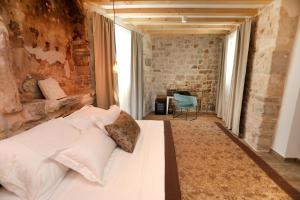 A bed or beds in a room at Villa Teuta