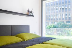 Een zitgedeelte bij New apt with parking, garden and rooftop terrace!
