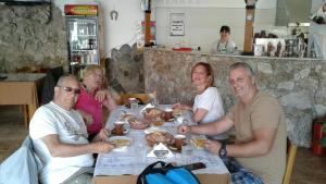 Guests staying at Nako Guest House bar&restaurants