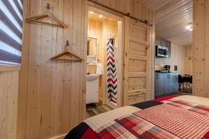 A bed or beds in a room at Motel and Camping Colibri
