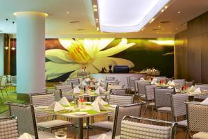 アヴァサ ホテルにあるレストランまたは飲食店