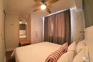iKon Self Catering tesisinde bir odada yatak veya yataklar