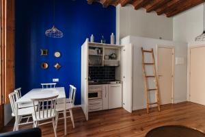 A kitchen or kitchenette at En Ferran by The Streets