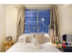 A bed or beds in a room at Super Convenient Studio Located in Melbourne CBD